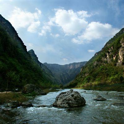 早上指定时间地点集合乘汽车赴【青天河】世界地质公园,国家5a级风景