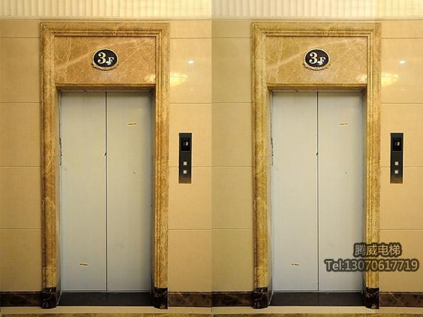 电梯套门 安装电梯门套注意事项: 1、单台电梯要注意首层两侧出墙距离应一致。(如果只有首层有的话) 2、多台电梯安装要保证出墙的距离一致外,所有大门套外侧边缘应在一个平面上。 3、如果每层都有大门套,那么要安装厅门后再订做厅门套。 4、切记,安装大门套之前应问建筑方是否有地轴线,因为井道中心线未必与地轴线平行。因为建筑有误差,所以要先问好此事,否则将带来不必要的麻烦。 5、如有装饰层还应问装饰层的厚度。 6、遇到其它具体情况应按甲方要求去做或协商。