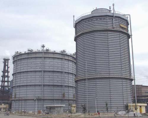 河北唐山港陆钢铁2万m3多边型稀油密封煤气柜(右)
