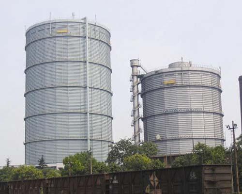 浙江杭州钢铁20万m3(左)、10万m3(右)多边型稀油密封煤气柜